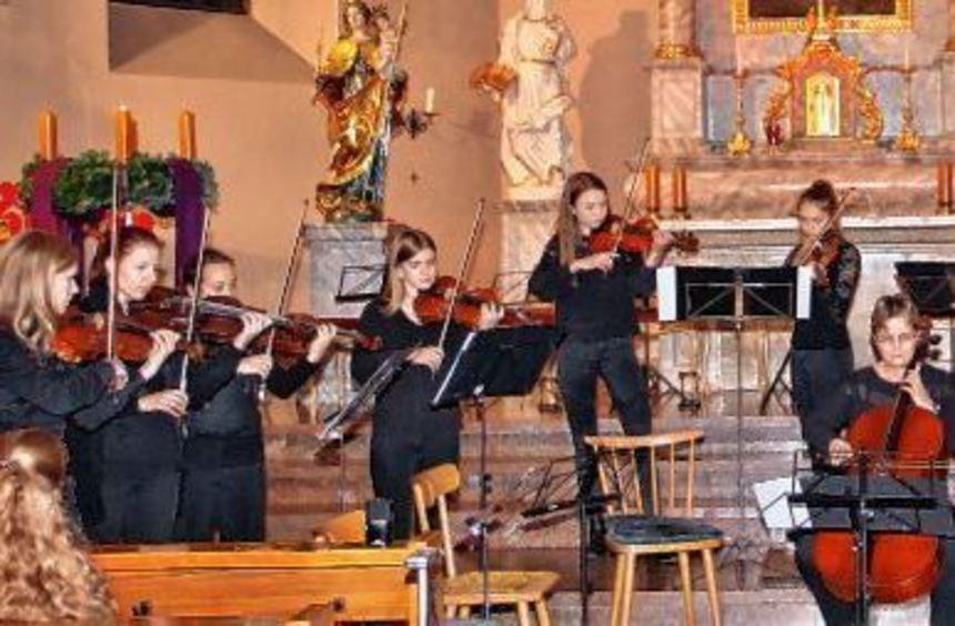 Das Kammerorchester der Lampertheimer Musikschule beim Konzert in der Andreaskirche.