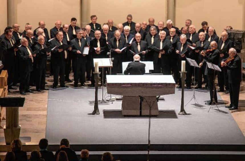 Franz Josef Siegel, Künstlerischer Leiter des Sängerbundes Liedertafel, konnte während des Konzerts ...