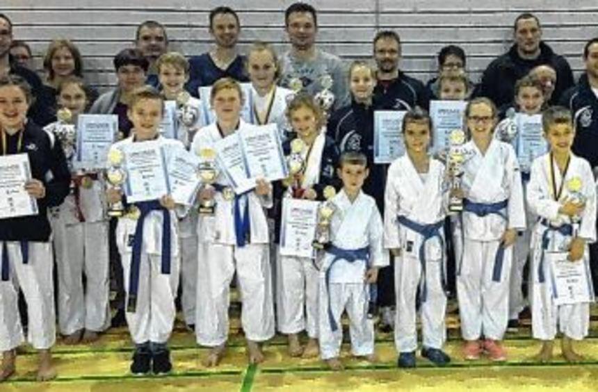 Sehr gute Ergebnisse erzielte der Nachwuchs der Sportkarate-Abteilung von Eintracht Walldürn bei ...