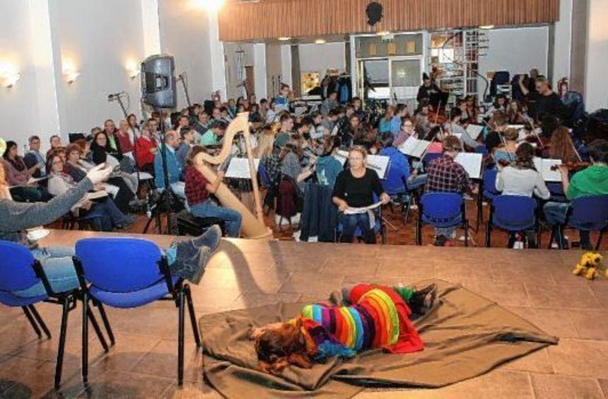 """Die 150 Mitwirkenden am Musical """"Momo"""" probten am Samstag erstmals gemeinsam."""