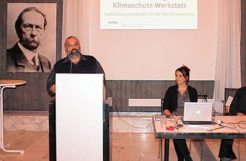 Beobachtungen der Ladenburger Bauern zum Klimawandel stellte Karl Meng (am Pult) vor. Bei der 1. ...