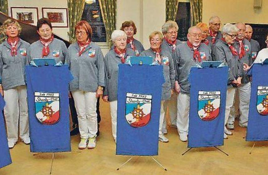 Auch der Shanty-Chor aus Mannheim trat bei der Weihnachtsfeier des VdK Schriesheim auf.