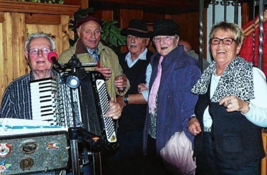 Die Lautertaler Senioren haben bei ihrer letzten Ausflugsfahrt des Jahres eine Gaststätte in ...