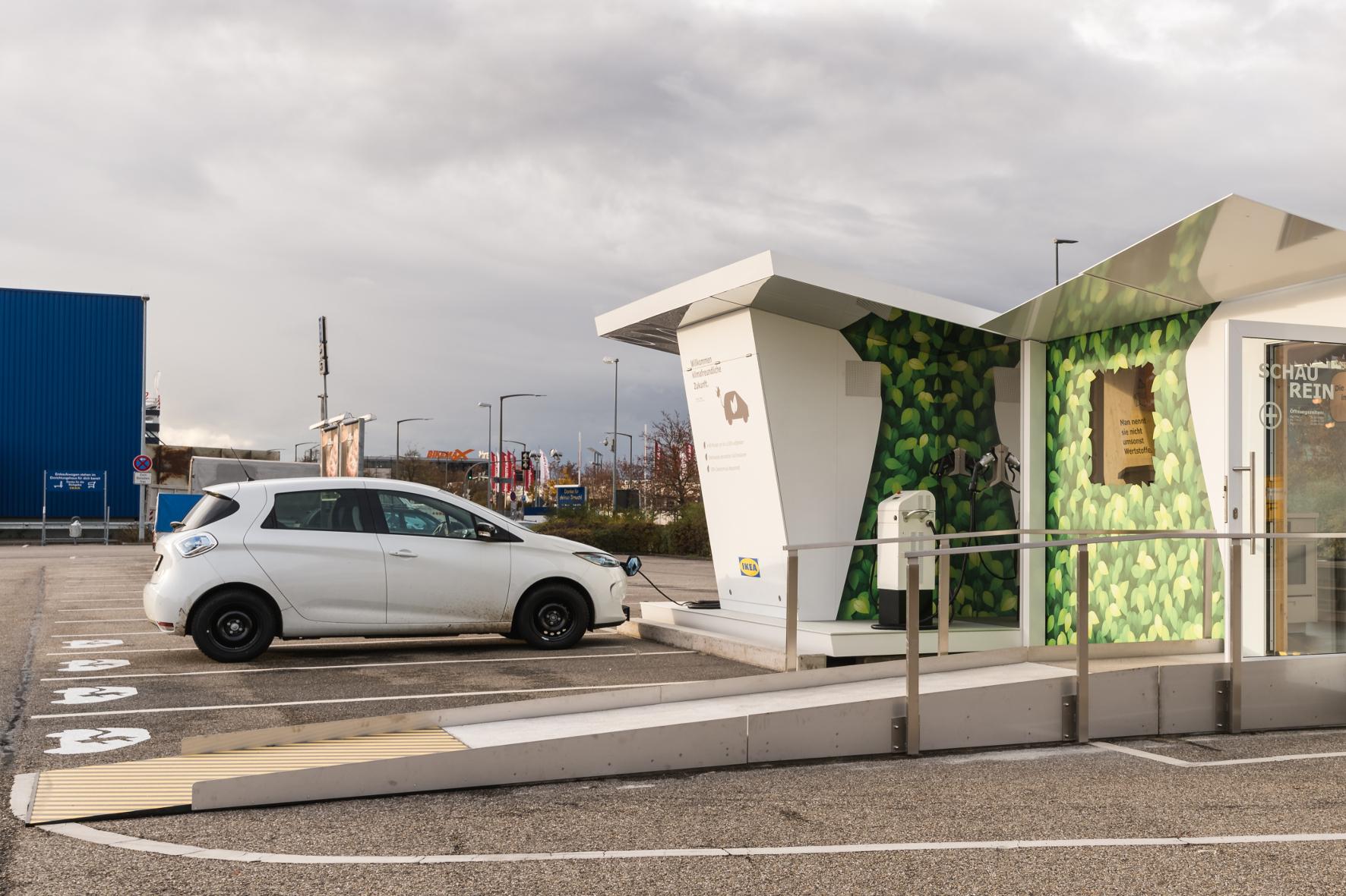 """mid Groß-Gerau - Beim Einkauf Strom tanken und Ideen für ein nachhaltiges Wohnen sammeln: Das bietet IKEA jetzt mit seiner sogenannten """"Charge Lounge"""" an."""