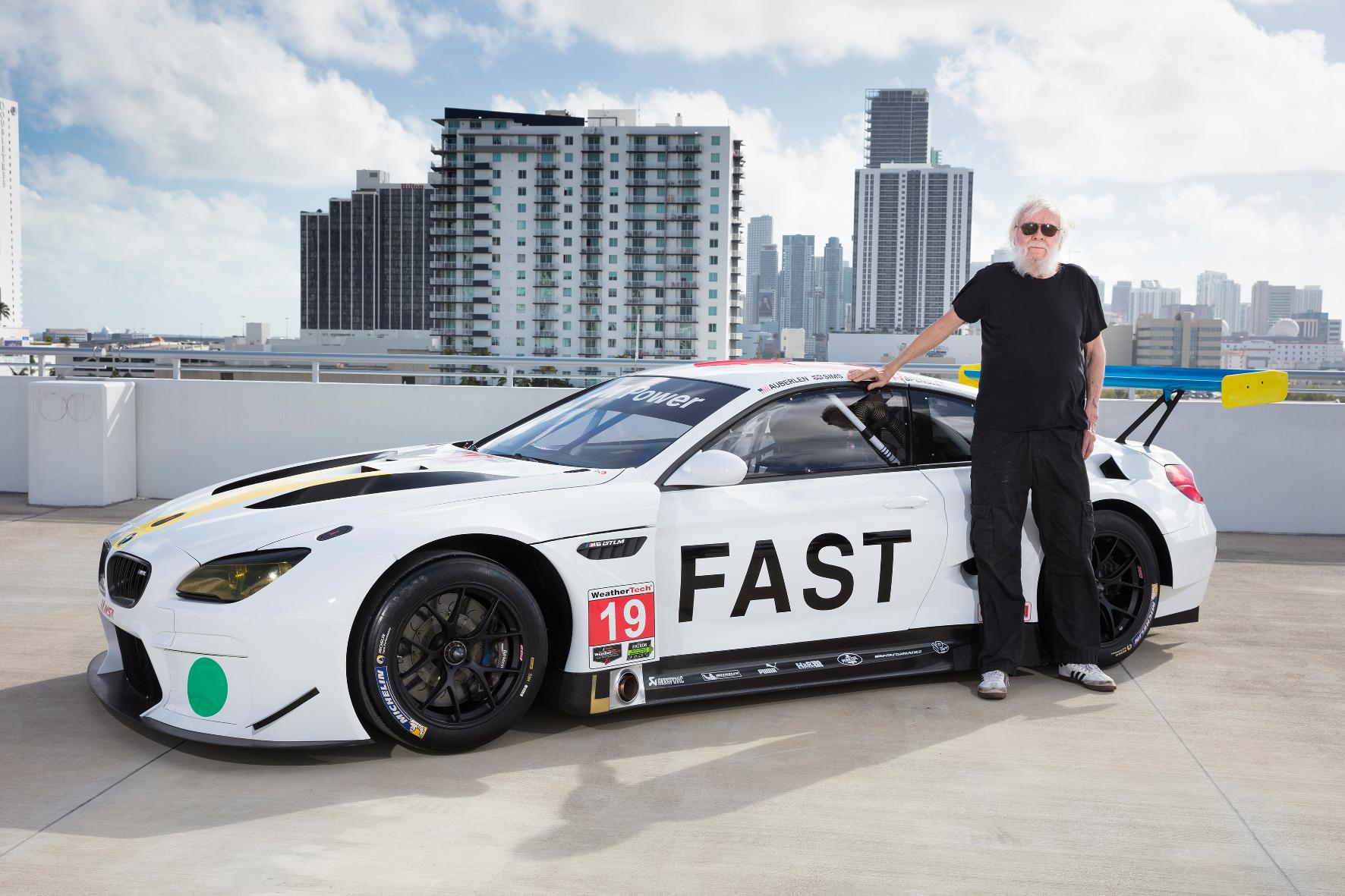 mid Groß-Gerau - Über den Dächern von Miami: US-Künstler John Baldessari und sein BMW M6 GTLM Art Car.