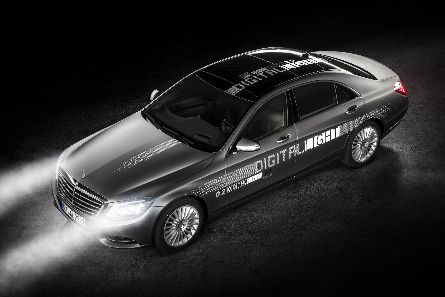 """mid Groß-Gerau - Mit """"Digital Light"""" will Mercedes mehr Licht ins Dunkel bringen. Erste Prototypen der neuen HD-Scheinwerfer-Generation werden jetzt in Demonstrations-Fahrzeugen eingesetzt."""