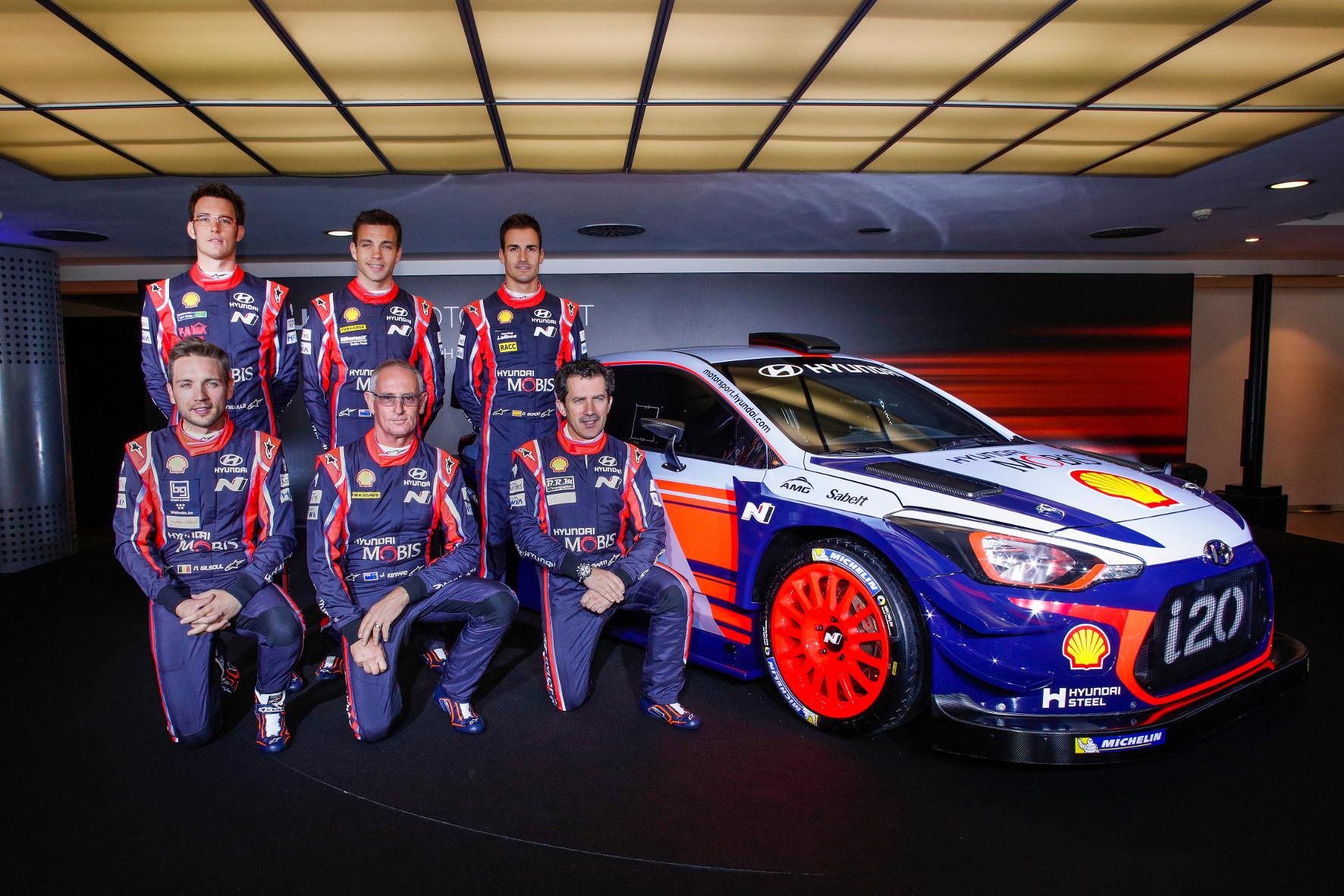 mid Monza - Die Hyundai-Mannschaft für die neue Saison: Es gibt keine Rangfolge im Team. Aber als amtierender Vize-Weltmeister gilt der Belgier Thierry Neuville (hinten links) als Favorit.