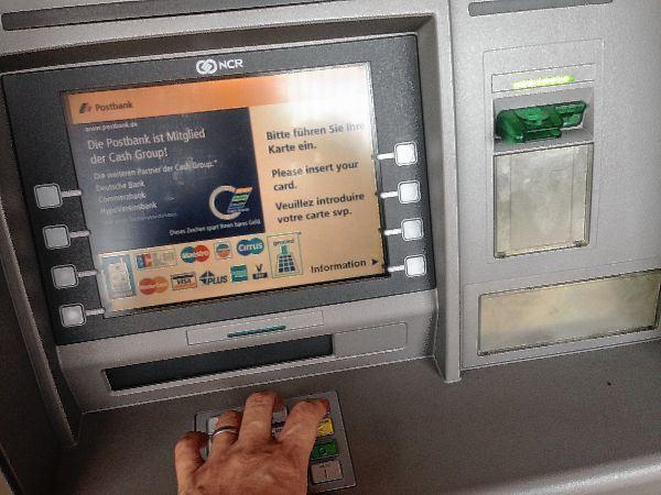 Geld Im Automaten Vergessen Postbank