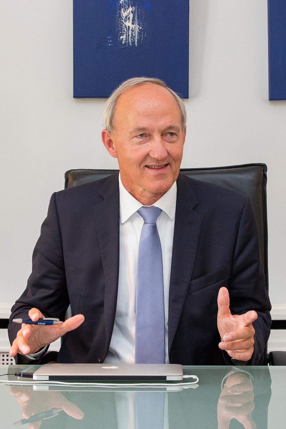 mid Frankfurt am Main - VDIK-Präsident Reinhard Zirpel sorgt beim Verband der Auto-Importeure in Deutschland für frischen Wind.