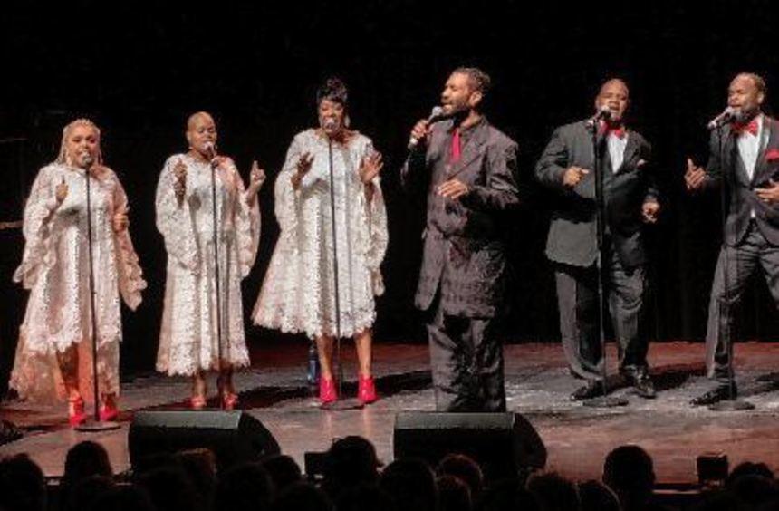 Mitreißende Darbietungen präsentierten die fünf Sängerinnen und drei Sänger, die im Parktheater zum ...