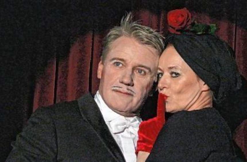 Tragisches Paar: der Komponist Paul Abraham (dargestellt von Jörg Schüttauf) und seine Frau Sarolta ...