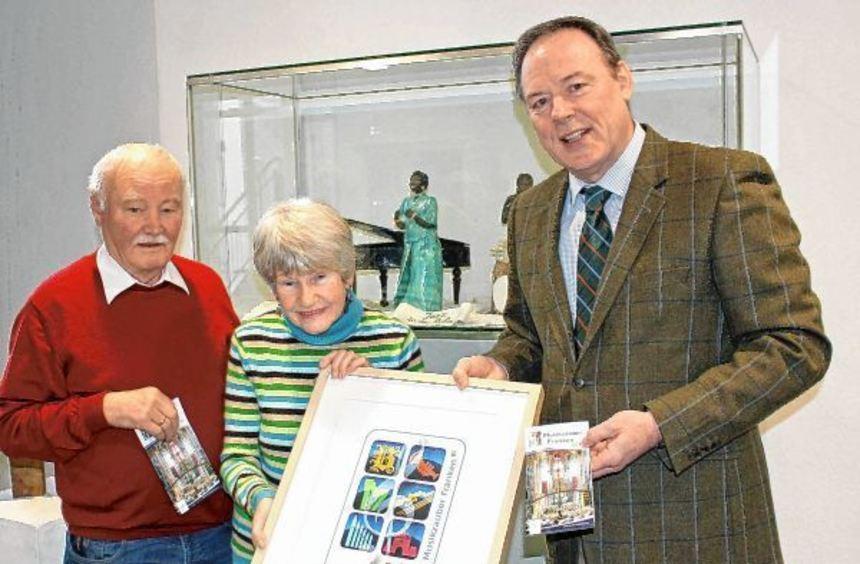 Das Bild zeigt Norbert Gleich und Hannelore Schifferdecker vom Kunstkreis Lauda-Königshofen mit ...
