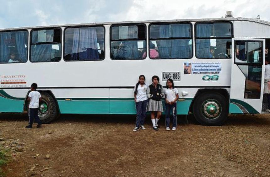 Dieser gebrauchte Bus konnte mit Spenden der Sternsinger aus der Kirchengemeinde Sankt Georg ...