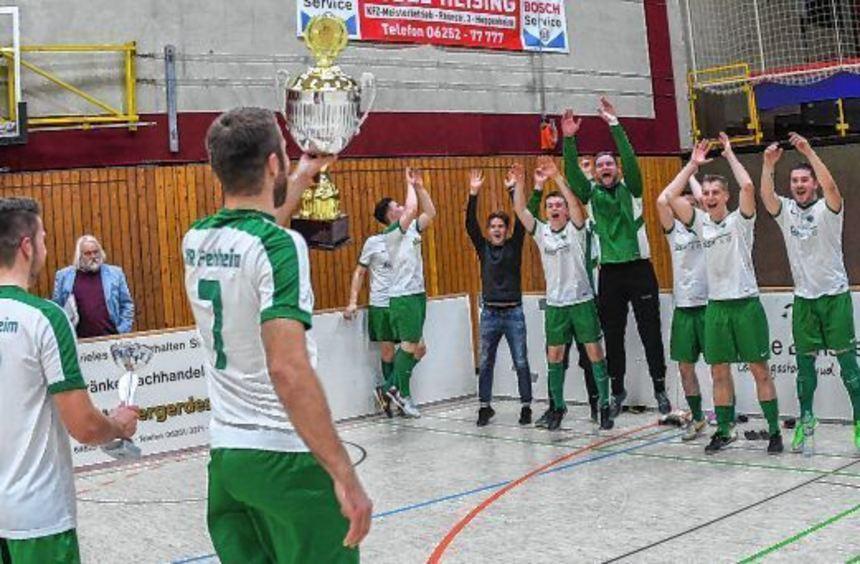 Groß war der Jubel in den Reihen der Fehlheimer Hallenfußball-Könige nach dem Gewinn der fünften ...