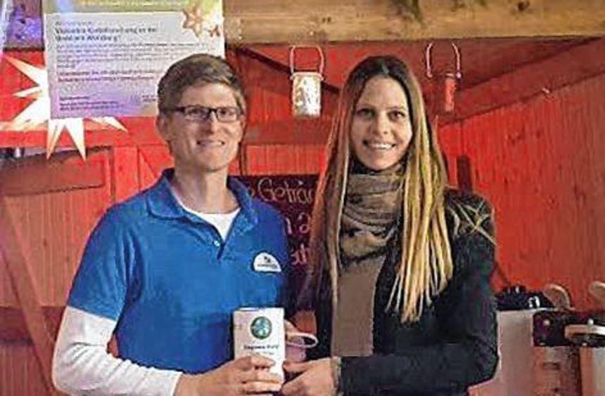 Der Wertheimer Apotheker Dr. Benjamin Schaefer übergab die Spende an Kathrin Tamm.