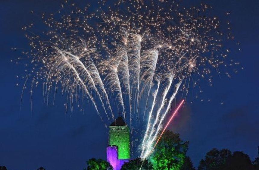 Die Starkenburg in Flammen: Zum Abschluss des Festaktes zum 950-jährigen Bestehen der Starkenburg ...