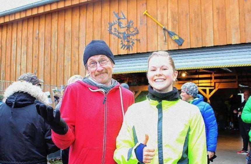 Hatten allen Grund zur Freude: Holger Hoffmann und Sina Finckh - Sieger über die sechs Kilometer ...