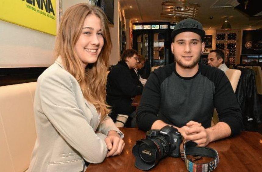 Zwei Ketscher Sieger unter sich: Alisha Hartung gewann die Auszeichnung für ihre Porträtfotografie, ...