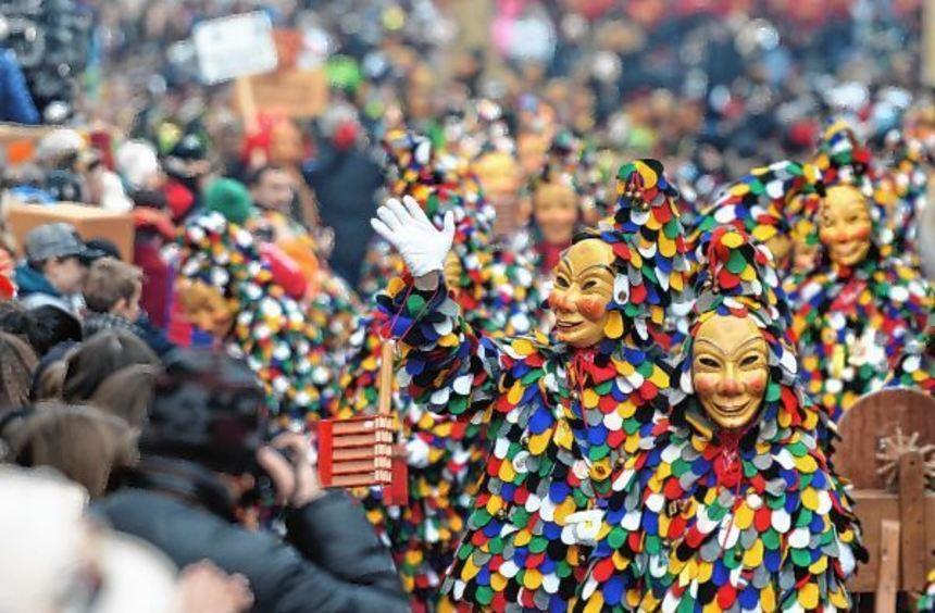 Ein ungewohntes Bild werden die alemannischen Kostüme sein, die neben der Guggemusik als einziges ...
