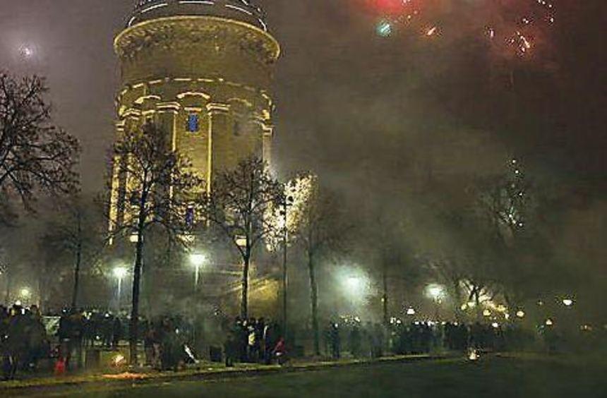 Feuerwerk am Mannheimer Wasserturm.