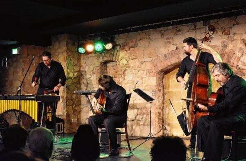 """Das Joscho-Stephan-Trio und Vibrafonist Matthias Strucken begeisterten mit """"Gypsy Vibes"""" im ..."""
