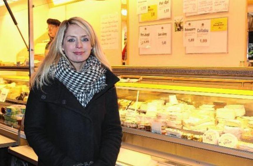 Bei ihrem Bürgertreff auf dem Ladenburger Wochenmarkt wurde Kandidatin Corinna Schierz trotz Kälte, ...