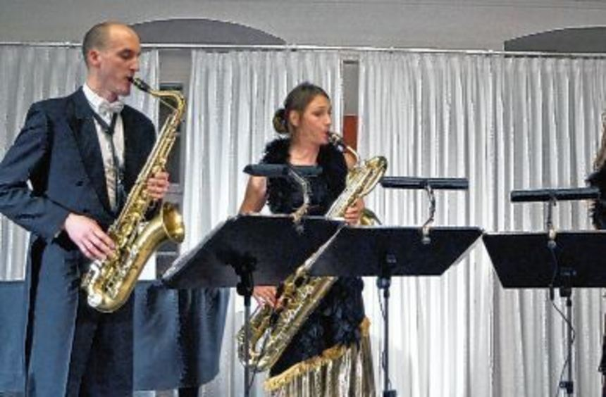 Unser Bild zeigt bei dem Auftritt in Weikersheim (von links) Christoph Enzel, Tenorsaxofon, Kathi ...