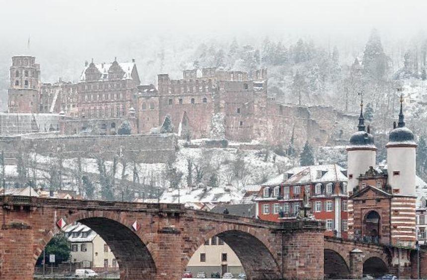 Eine feine Schneeschicht sorgte gestern auch in Heidelberg für winterliche Stimmung. Unser Bild ...