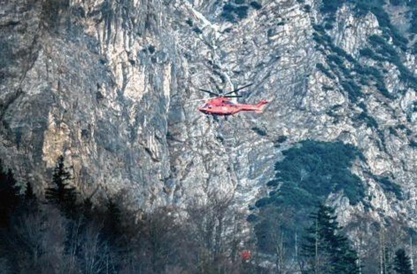Mit Hubschraubern wurde der Brand am Jochberg gelöscht.