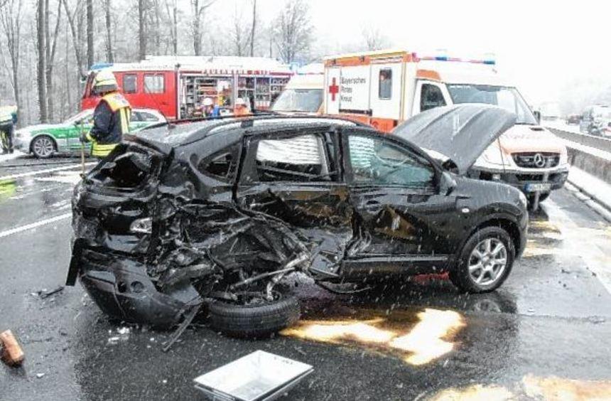 Ein Unfall mit sechs beteiligten Fahrzeugen ereignete sich gestern auf der A 3 zwischen Kist und ...