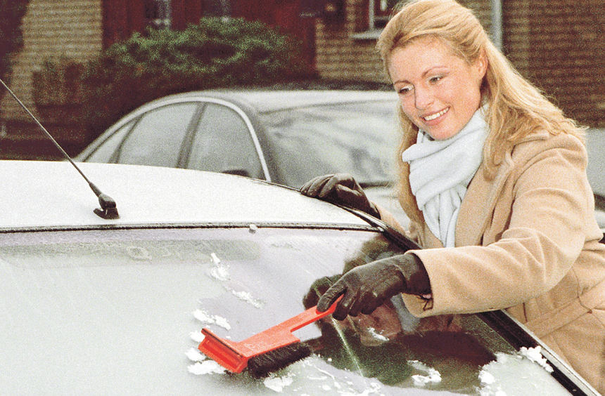mid Groß-Gerau - Eiskratzen kann auch Spaß machen. Doch die Hälfte aller Autofahrer lässt aus ...