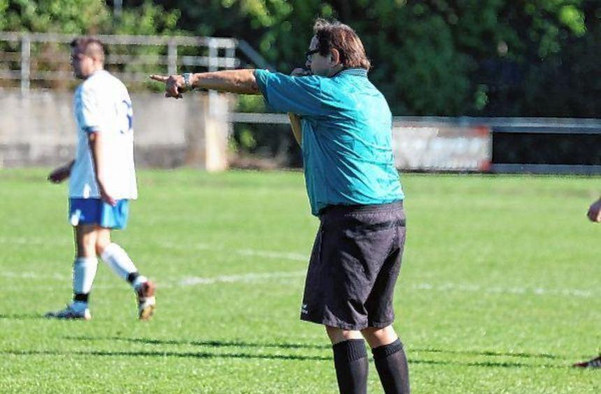 Kurt Immel, Frontmann der Schiedsrichtergruppe Mergentheim (hier selbst in Aktion), blickt mit ...