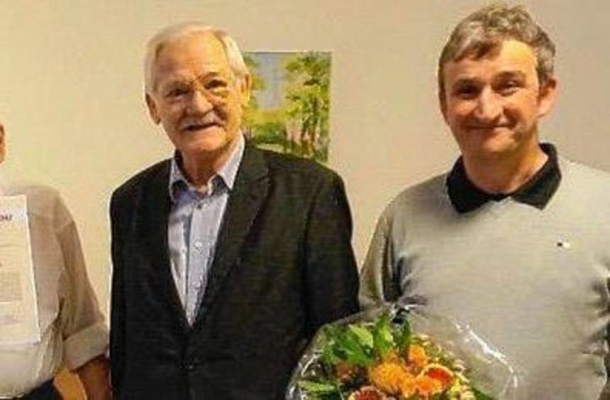 Freuen sich über die Ehrung (v.l.): Ortsvorsitzender Ralf Rothermel, Manfred Klein, ...