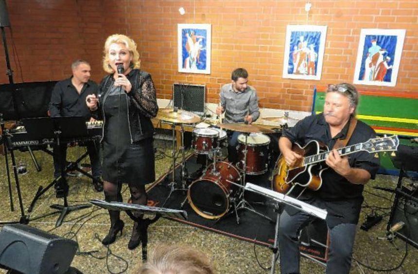 Auftritt im Nachtcafé von Nicole Metzger mit Band (v.l.): Jean-Yves Jung, Jean-Marc Robin und ...