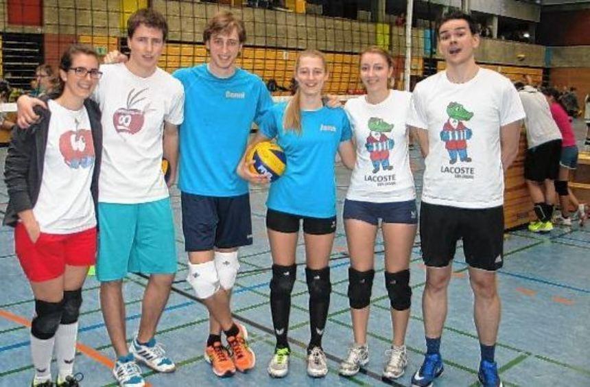 6er-Team vor dem Anpfiff (v.l.): Lisa und Joshua Kohler, Benjamin und Jana Koopmann sowie Sabina ...