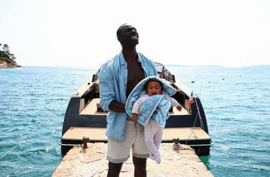 """Samuel (gespielt von """"Ziemlich beste Freunde""""-Star Omar Sy) ist plötzlich Papa."""