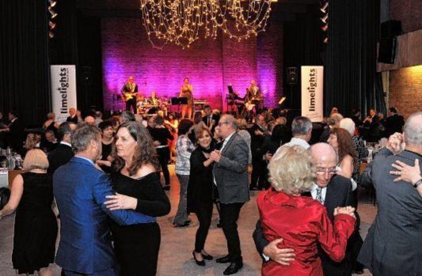 Zur Unterhaltungsmusik der Limelights verbrachten im Kulturhaus wieder zahlreiche tanzbegeisterte ...