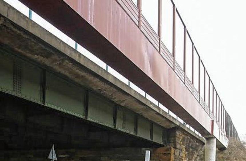 Erneuerung: Autobahnbrücke A 6 über die B 44 bei Sandhofen.