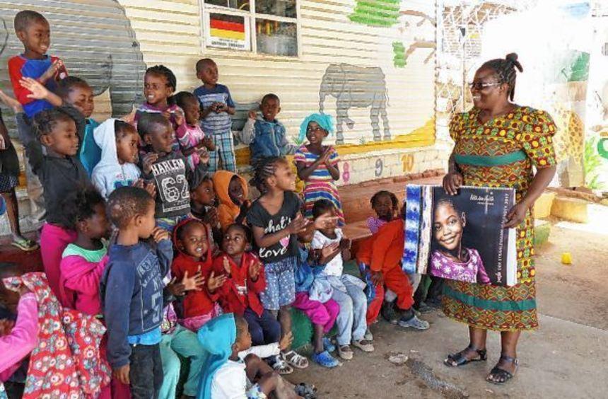 """Die Strahlemann-Stiftung unterstützt eine Suppenküche in Namibia und installiert """"Talent Companys"""" ..."""