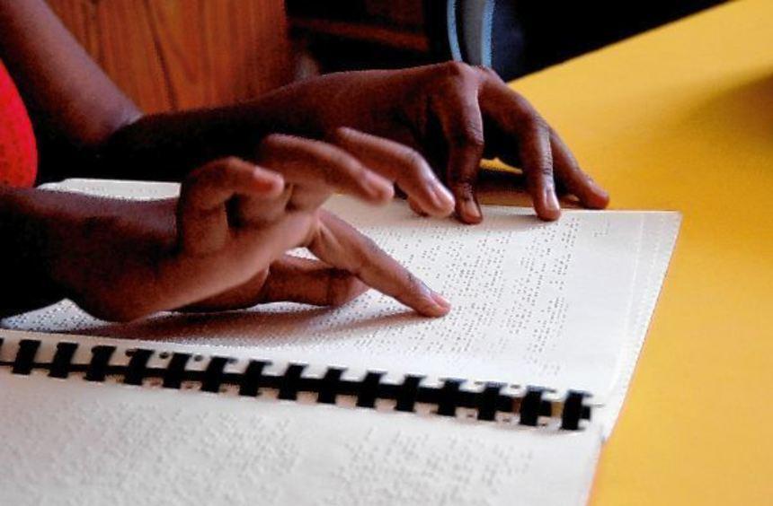 Heute ist Welt-Braille-Tag: Die Christoffel-Blindenmission fordert, mehr Texte in dieser Schrift ...