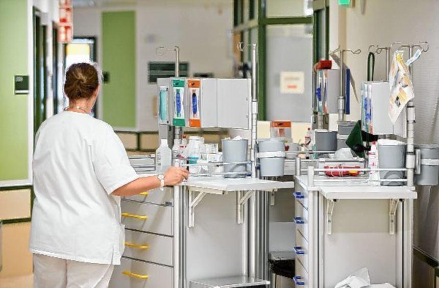 """Im Pflegebereich werde """"besonders händeringend nach Arbeitskräften gesucht"""", so die Arbeitsagentur ..."""