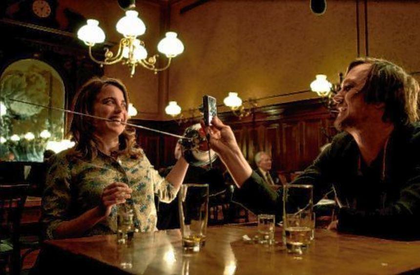 """Sehr fotogen: Szene aus dem Spielfilm """"Die Blumen von gestern"""" mit Adèle Haenel und Lars Eidinger."""