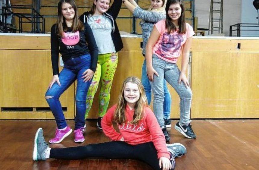 """Nadja, Milla, Natalie und Claudia sind die """"Party Dancer"""". Trainiert werden sie von Alina ..."""