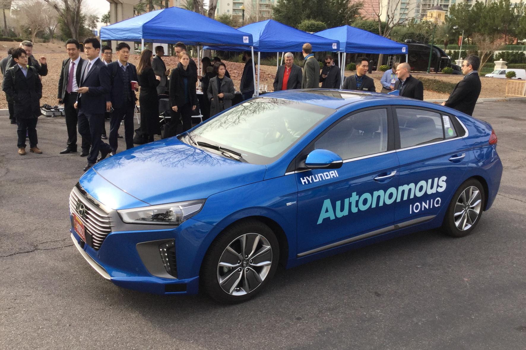 """mid Detroit - Hyundai präsentiert seinen autonomen Ioniq in der Ausbaustufe """"Level 4"""" bei Testfahrten im Stadtverkehr von Las Vegas und auf der Auto Show in Detroit."""
