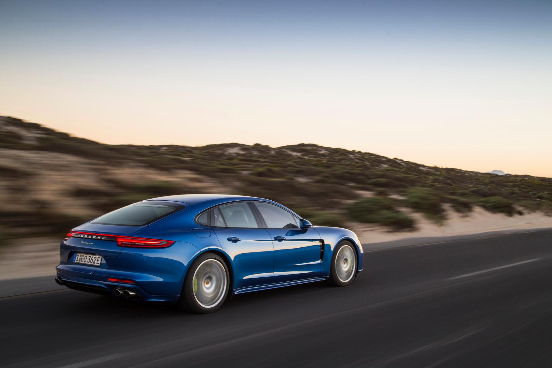 mid Kapstadt - Geballte Power plus grünes Gewissen: der Porsche Panamera 4 E-Hybrid.