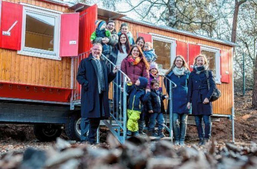 """Große Freude über die Spende aus der BA-Mitmachaktion """"Babys 2016"""" beim Naturkindergarten in ..."""