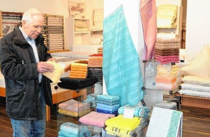 Siegfried Ulbrich in seinem Betten-Laden im Quadrat R 1. Das Traditionsgeschäft, eines der ältesten ...