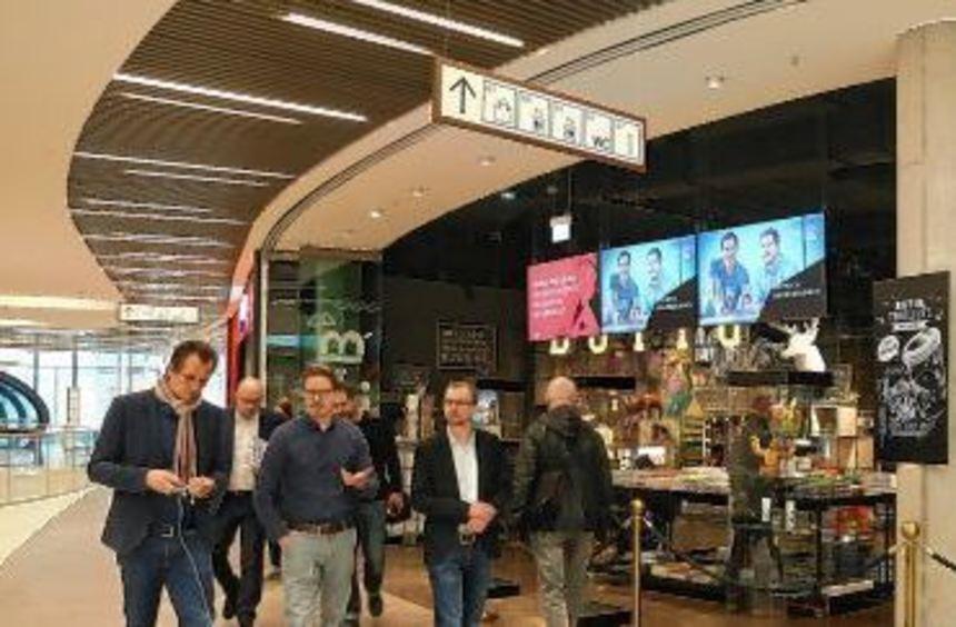 Drei Millionen Kunden haben das Einkaufszentrum nach Betreiberangaben seit der Eröffnung besucht.