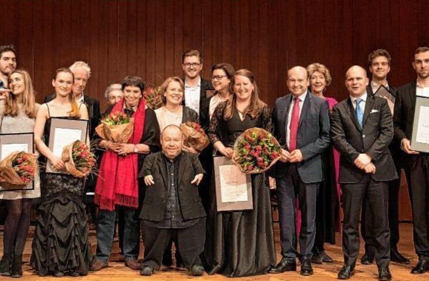 Die Preisträger und Jury-Mitglieder (linkes Foto, v. l.): Jóhann Kristinsson, Victoria Guerrero, ...