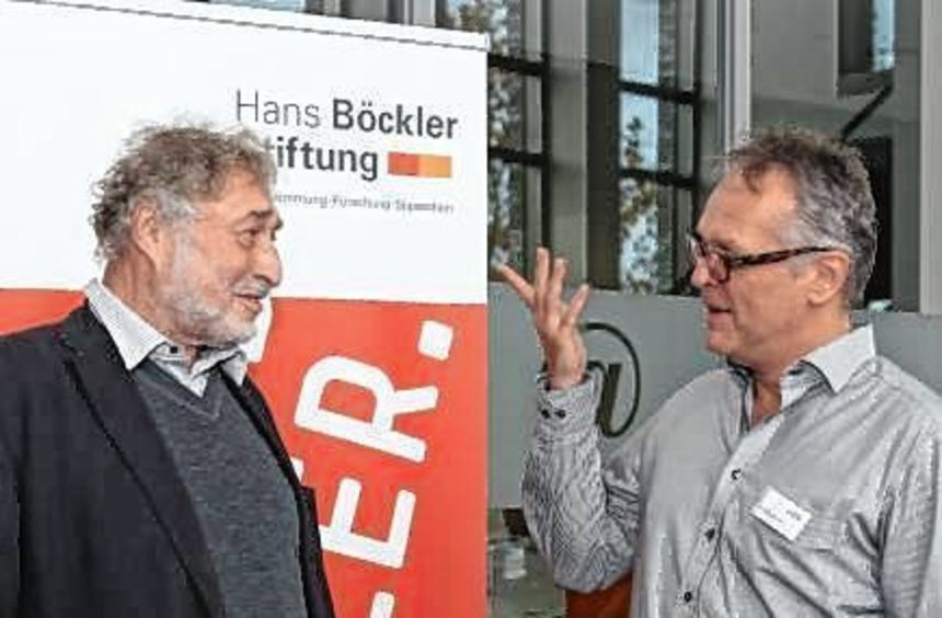 Micha Brumlik (li.) im Gespräch mit Redakteur Manfred Loimeier.